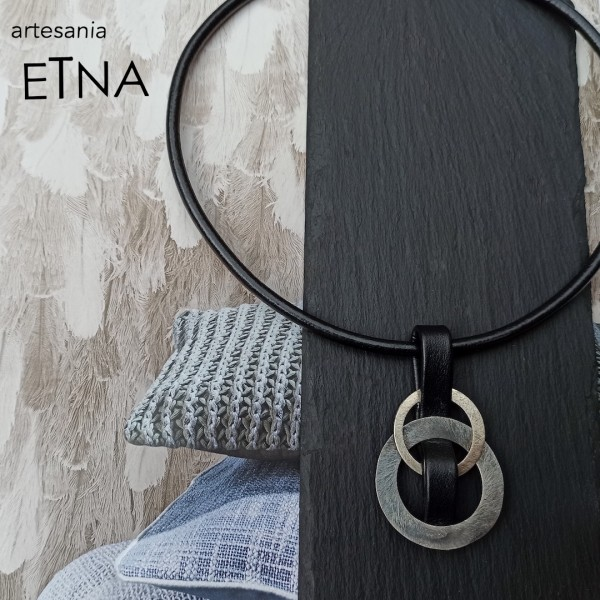 Collar Ars Nika