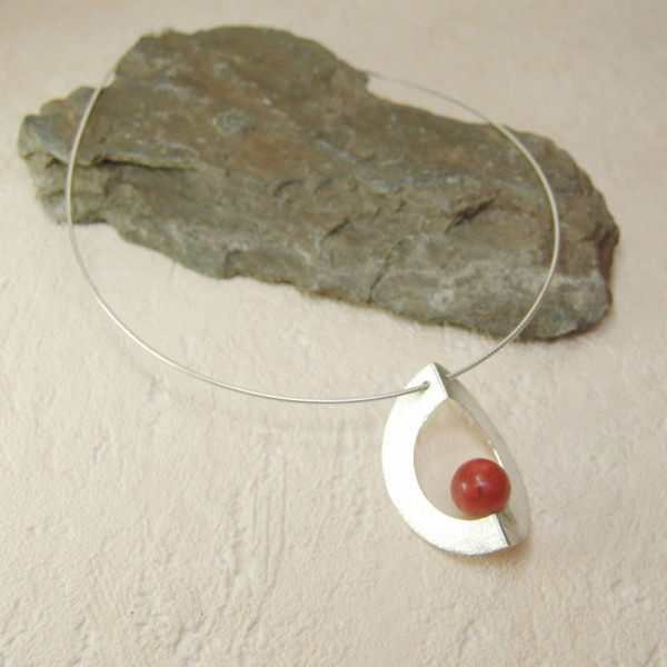 Edna Class necklace