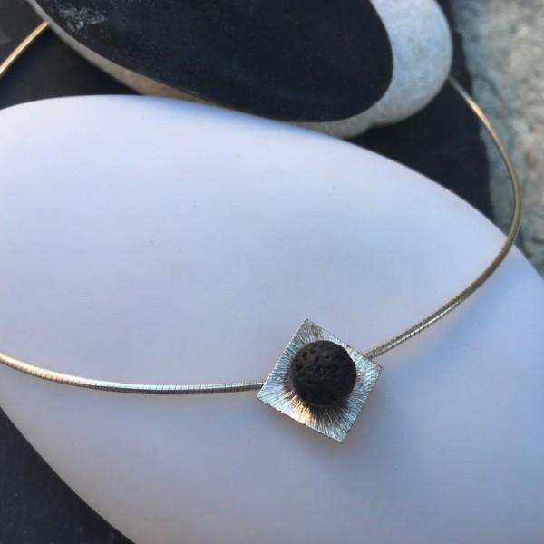 Collar Hana Q